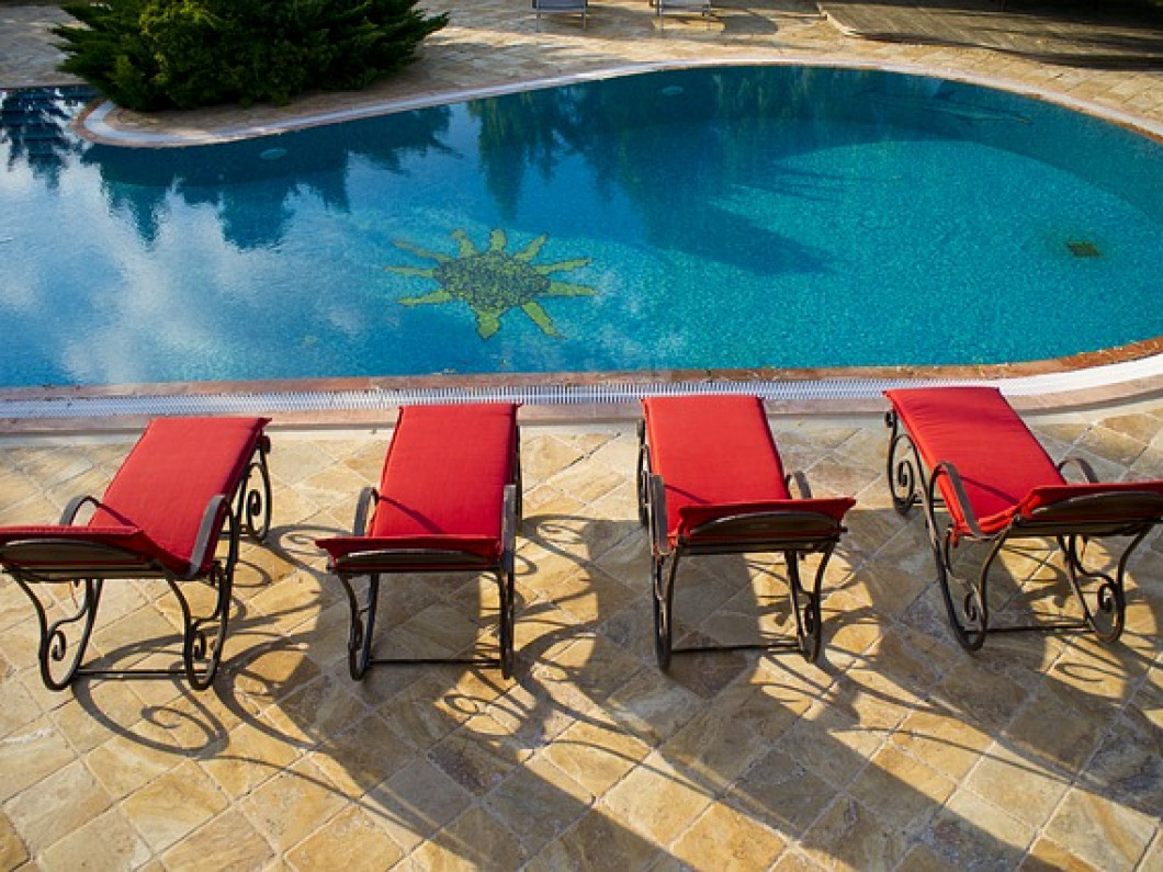 Check out the benefits of plaster pools